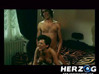 Измены жен при муже секс видео