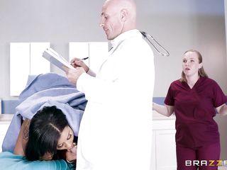 Порно в костюме врача